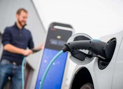 Auto elettriche: colonnine nei condomini dal 2018